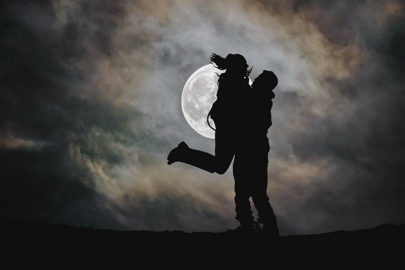 Love Moon Silhouette Couple Night  - AlemCoksa / Pixabay
