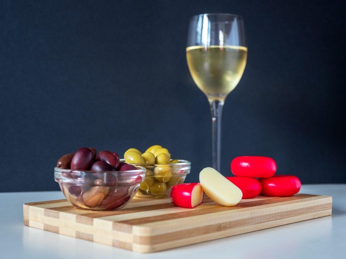 Alcohol Beverage Bottle Celebration  - jeanvdmeulen / Pixabay